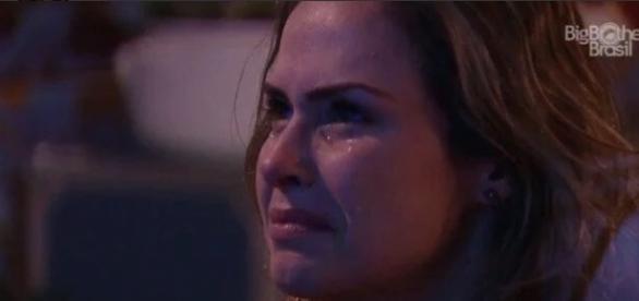 Ana Paula chora ao ver o pai (Reprodução/Globo)