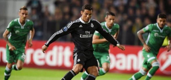 CR7 procura mais golos para se colar a Suárez
