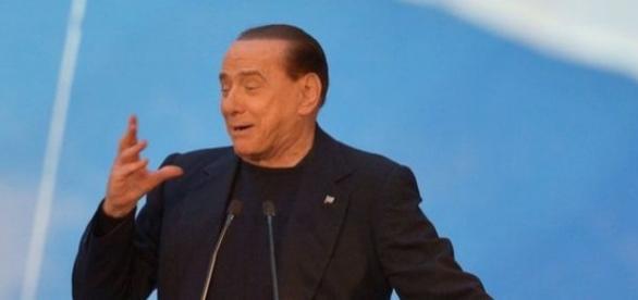 Silvio Berlusconi in un comizio