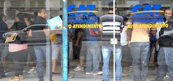 Desempregados aumentam no país