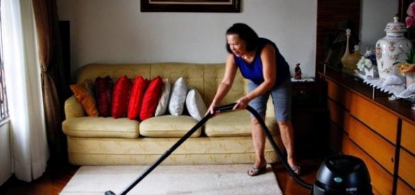Empregadas domésticas sofrem queda na renda