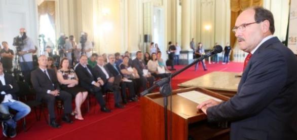 Governador gaúcho exige cumprimento da lei 148