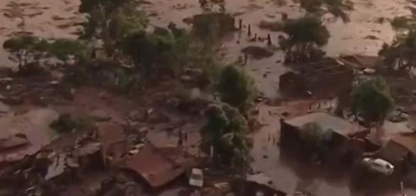 Rastro de destruição deixado pela lama