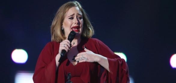 Adele defende Kesha em discurso