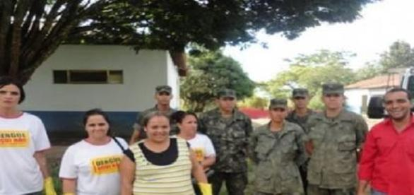 Foto: G1. Agentes, Exército, prefeito Erick Marcus