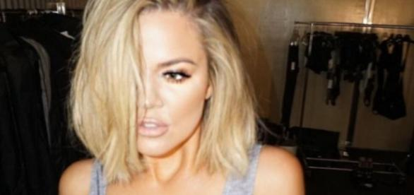 Khloe Kardashian in sexy Pose nach Photoshop Fail
