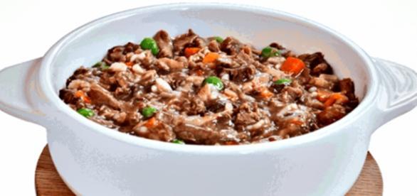 orez cu legume şi carne, dieta ideală pentru câini