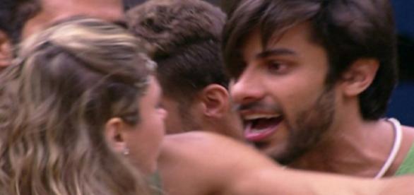 Munik e Renan brigam - Foto/Reprodução: Globo