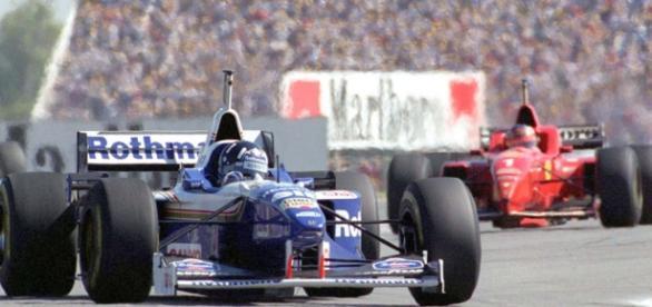 El inglés Damon Hill gana la carrera en 1995
