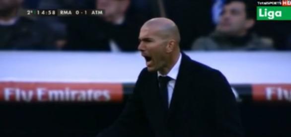 Zidane, cabreado, instruye a su equipo