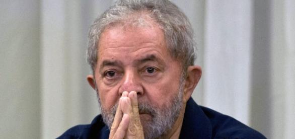 Lula nega que tenha ligações com imóveis