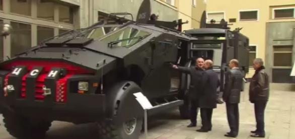 Vladimir Putin inspectează Batmobilul - Foto RT
