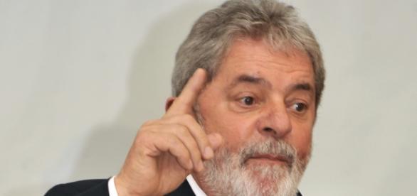 """Defesa de Lula ganha '""""fôlego"""" com erro processual"""