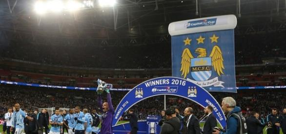Willy Caballero holds the Capital One Cup trophy