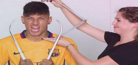 Neymar diz que está feliz com sua estátua