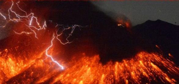 Erupţia vulcanului suprinsă în direct