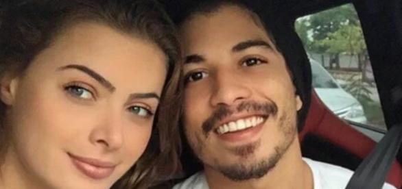 Fãs pressionam Latino para assinar divórcio