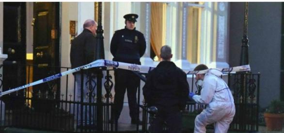 Policias cercaram local do atentado, em Dublin