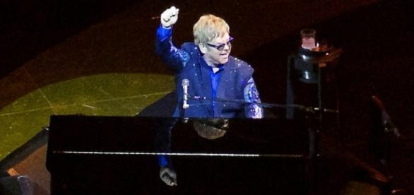 Impromptu performance by Elton John