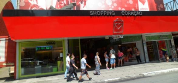 Várias lojas no Shopping Coração têm vagas