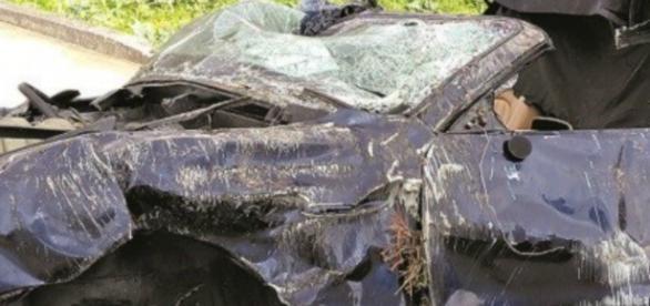Maserati Spyder azul escuro ficou destruído