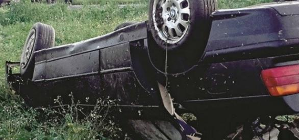 Carro BMW sofreu violento impacto