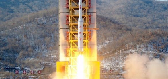 Lançamento do foguetão que transporta o satélite