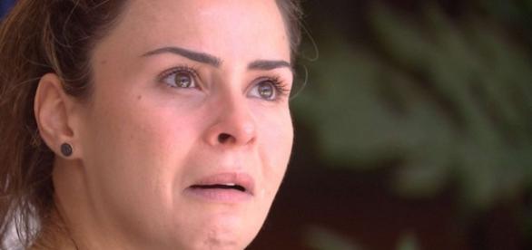 Ana Paula chora (Reprodução/Globo)