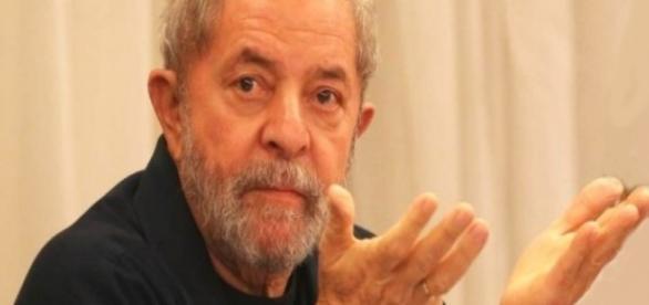 Lula é alvo de investigações da PF e MP