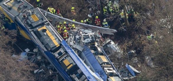 O acidente entre os comboios foi frontal