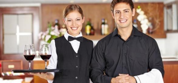 Empregos para garçons e recepcionistas.