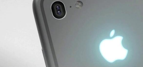 iPhone SE illustration. Image via YouTube