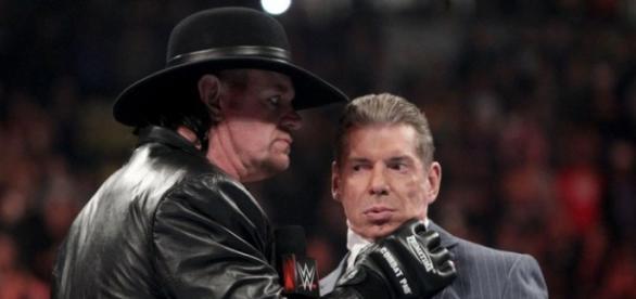 The Undertaker acepta pelear con Shane