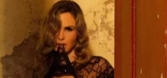 Ana Paula sem roupa para o paparazzo