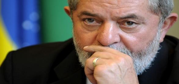 Lula denunciado por lavagem de dinheiro