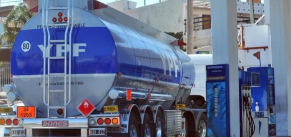 Macri avanza con la privatizaciòn de YPF
