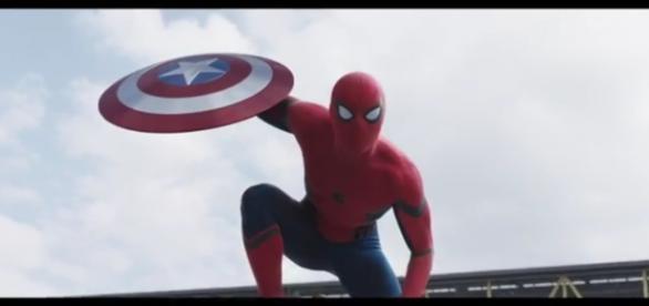 Spider rouba escudo do Capitão América