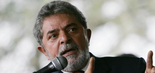 Lula se enfrenta a la opinión pública.