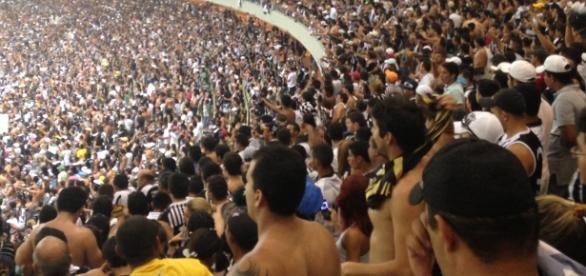 Torcida do Ceará fazendo a festa no Castelão.
