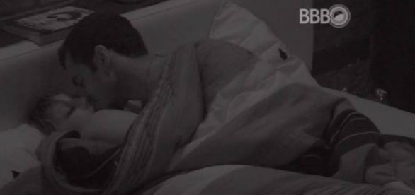 Cacau e Matheus no BBB16 (Reprodução/Globo)