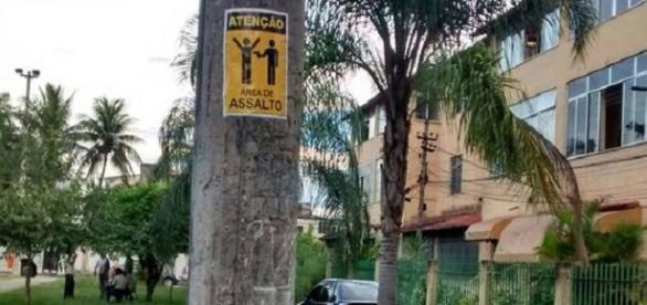 Cartazes alertam para o risco de assalto