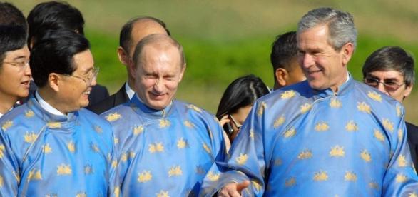 Putin y Bush con vestido Mason