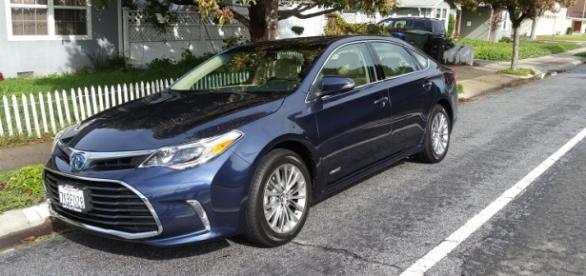 The 2016 Toyota Avalon Hybrid Edition