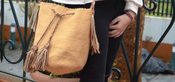 Un ejemplo de las originales mochilas wayúu