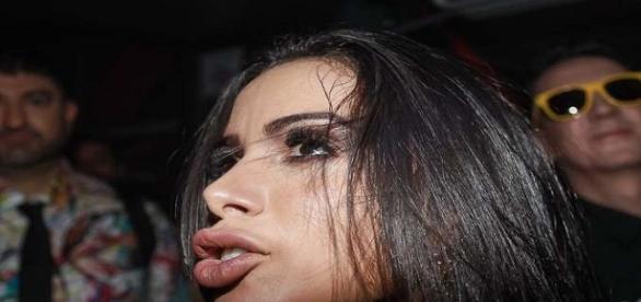 Foto: POrtal MSN. Anitta mostra boca