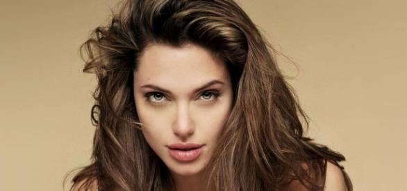 Jolie pede mais ação contra crise dos refugiados