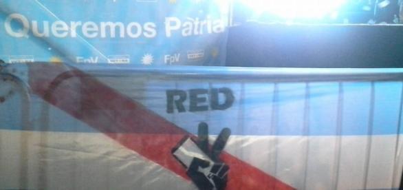 Bandera de la Red bajo el lema ´Queremos Patria'