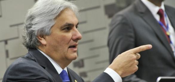 Senador pediu desfiliação do PT