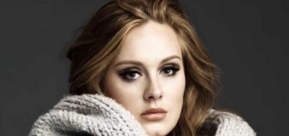 Adele levantou a plateia com seus principais hits