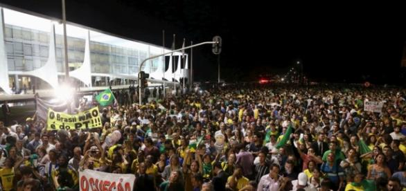 Estalló la protesta en Brasil contra Rousseff